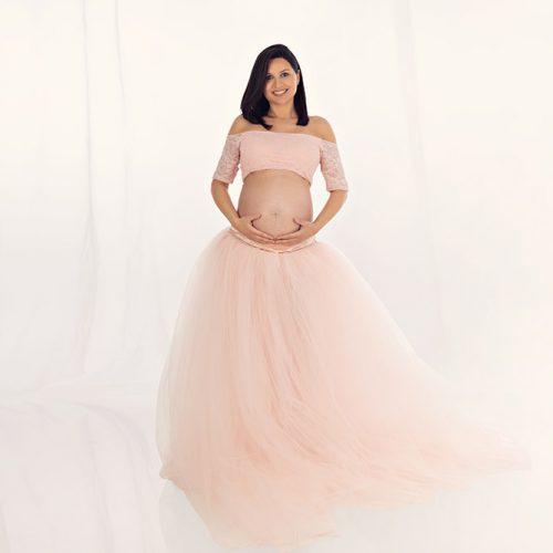 babybauch fotoshooting münchen schwangere Frau in einem Prinzessinkleid gekleidet
